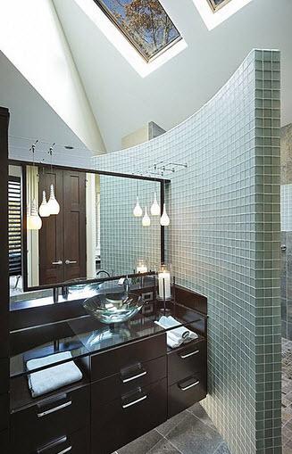 Diseno De Baños Medianos:Diseño de cuarto de baño con pequeños azulejos y lavabo de cristal