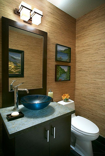 diseo de cuarto de bao con espejo marrn y pared