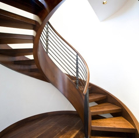 Diseño de escalera caracol de madera con baranda metálica