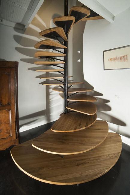 Diseño de escalera en espiral con peldaños en forma de hojas