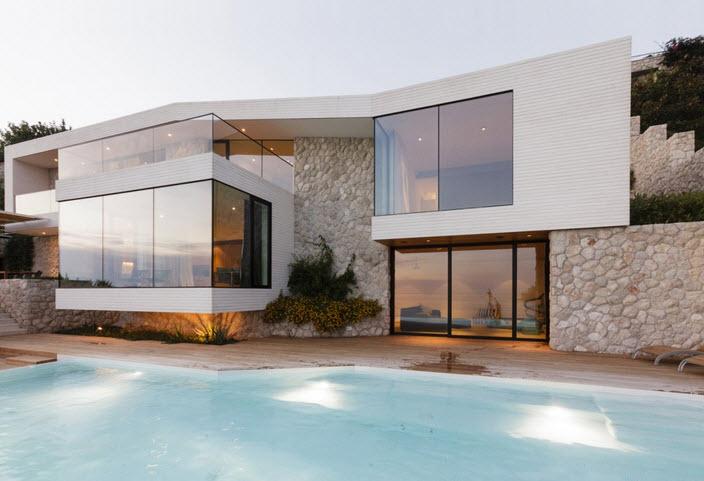 fachada de moderna casa de playa con piscina