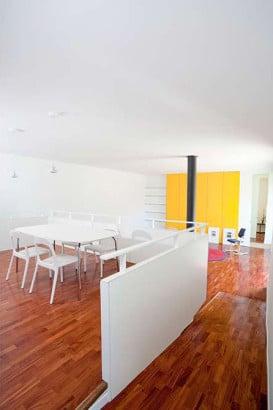 Decoración de interiores de casa moderna en los pirineos