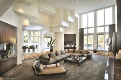 Diseño de sala de lujo a doble altura