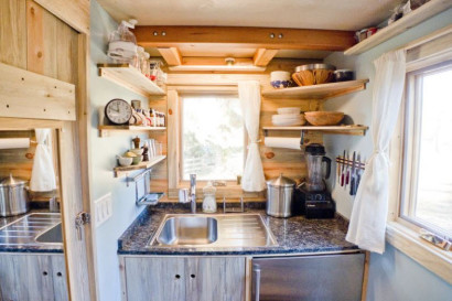 Lavatorio de pequeña cocina la parte superior con tabiquería