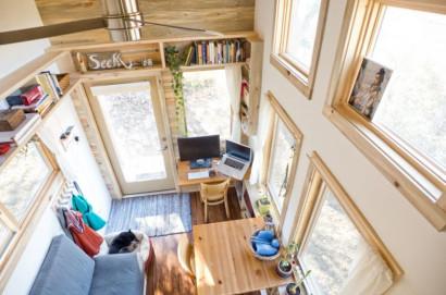 Vista de la pequeña sala desde la parte superior