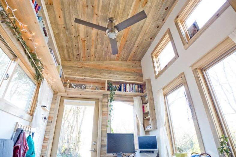 Diseño de pequeña casa rodante de madera y diseño de interiores