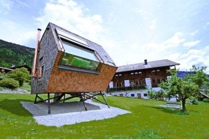 ufogel, pequeña casa de madera tipo ovni