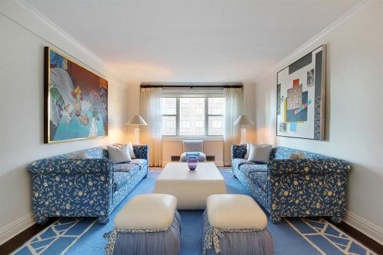 Decoración de interiores apartamento con muebles azules