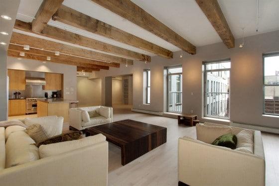 Diseño de apartamento minimalista con techo de madera