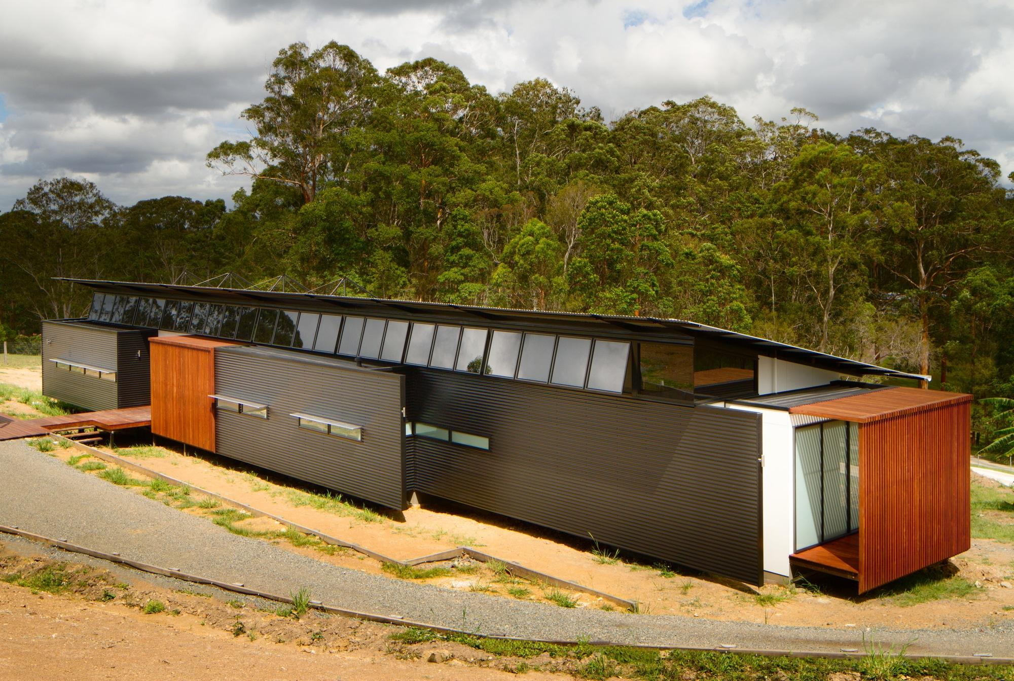 Dise o de casa moderna en terreno largo y angosto - Planos de casas alargadas ...