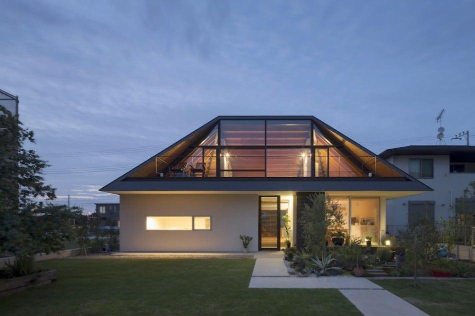 Dise o de casa moderna de un piso con techo en pendiente for Beach house plans with hip roof