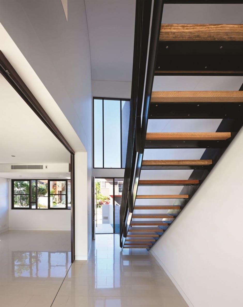 Dise o de moderna casa de dos pisos de hormig n incluye for Disenos de casas de dos pisos pequenas