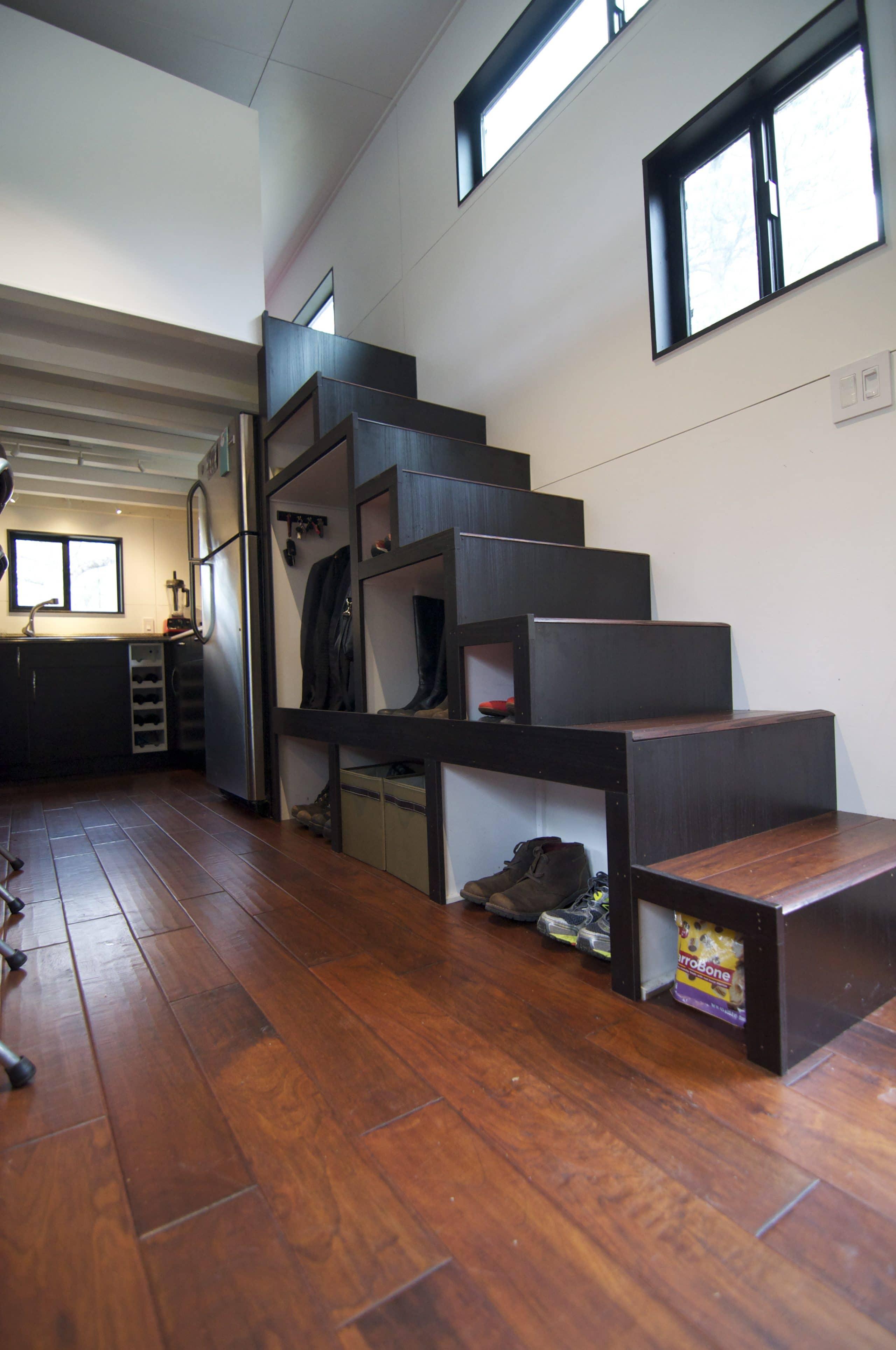 Dise o de casa muy peque a optimizando espacios - Disenos de escaleras de madera para interiores ...