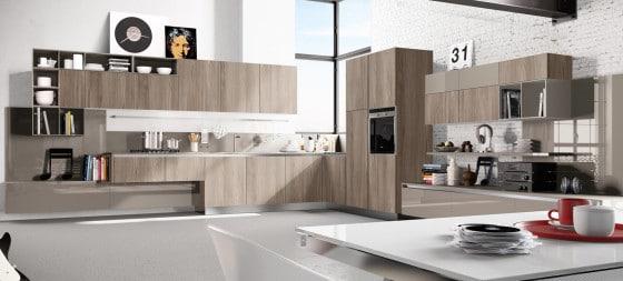 Diseño de moderna cocina en color de madera natural