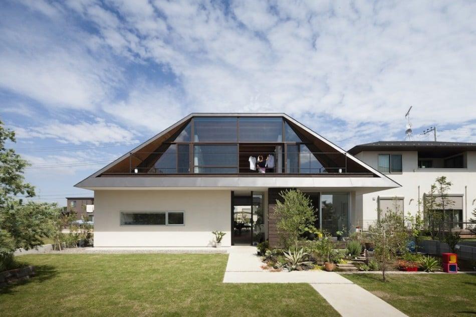 Dise o de casa moderna de un piso con techo en pendiente for Los mejores techos de casas
