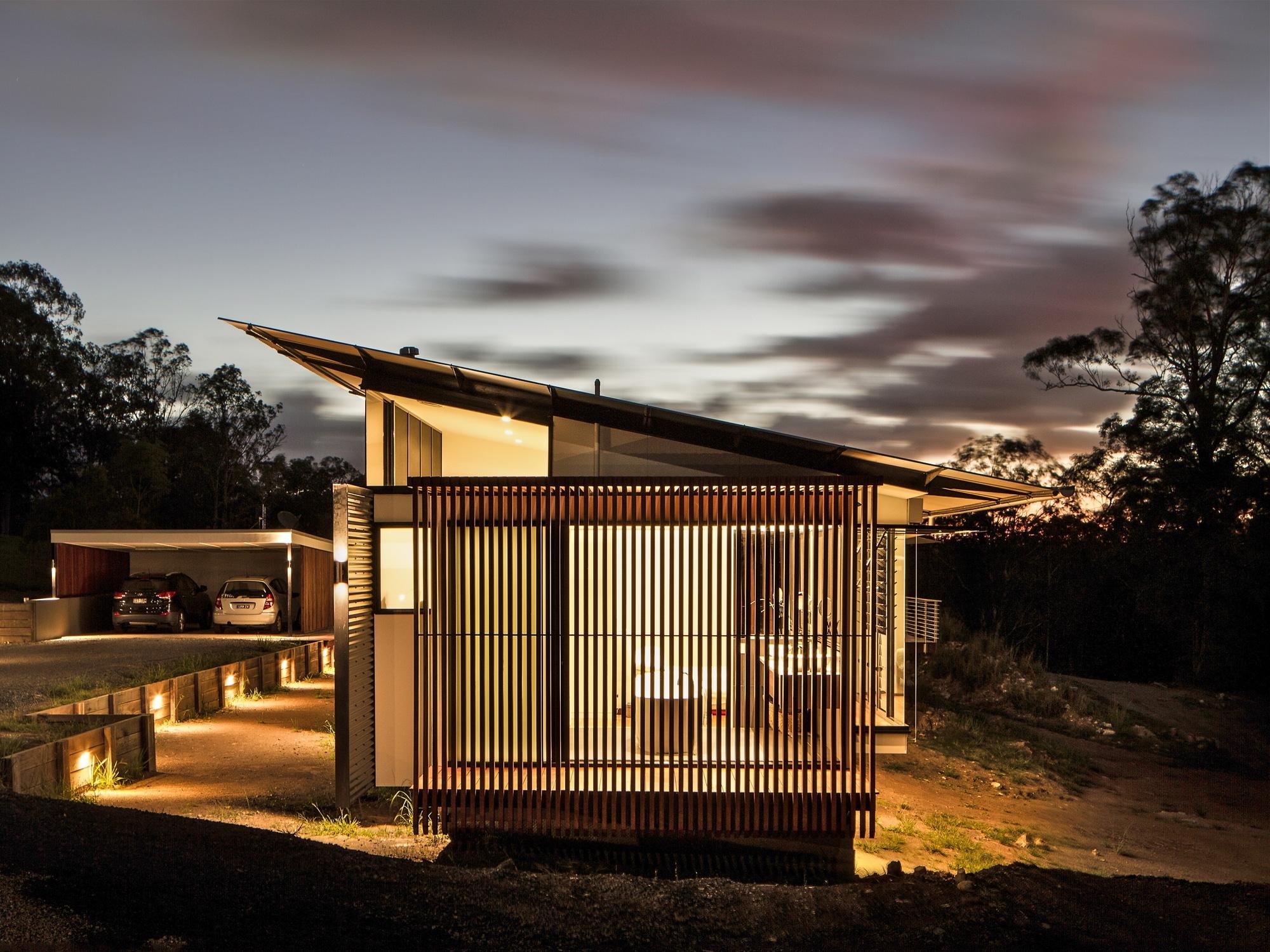 Foto del perfil de la casa alargada de noche construye hogar - Distribucion casa alargada ...