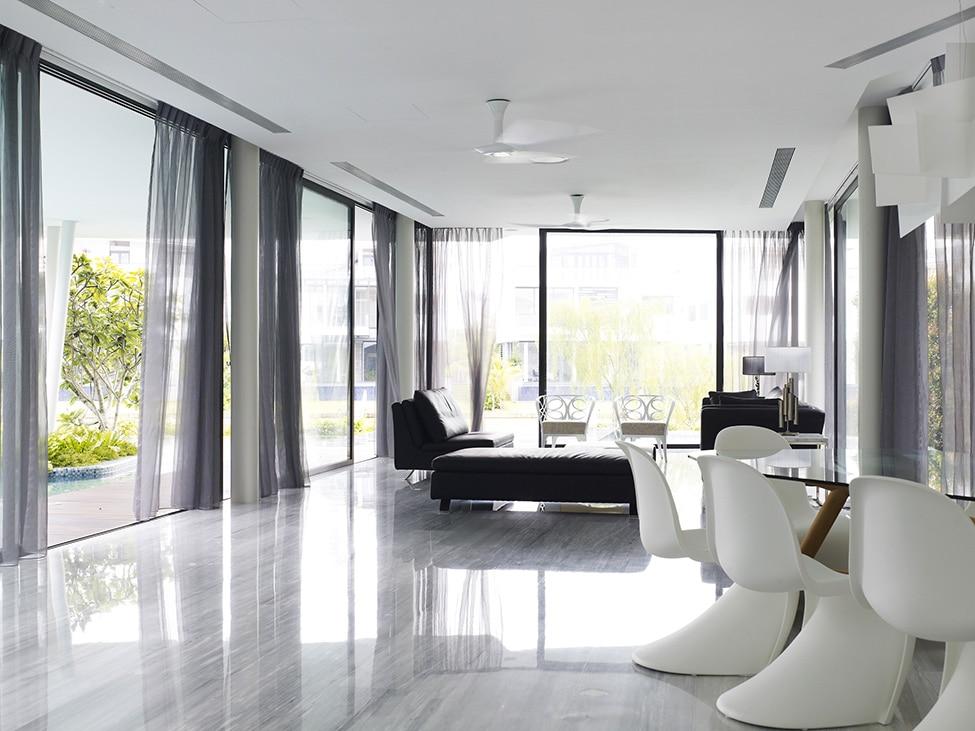 Dise o de moderna casa de dos pisos con azotea jard n for Pisos para interiores de apartamentos