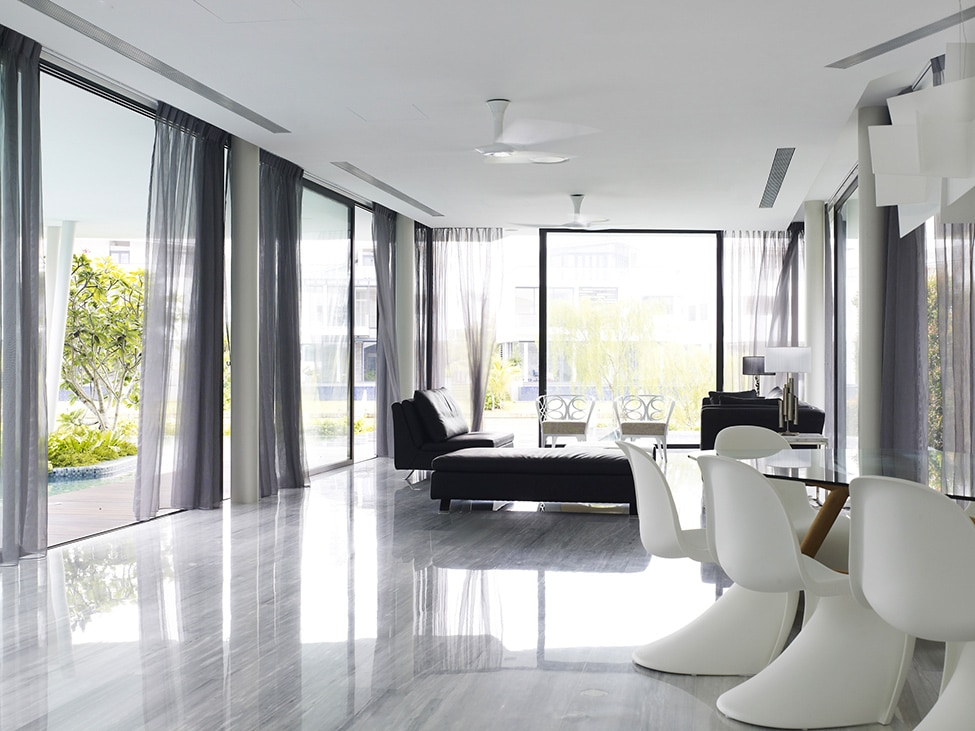 Acabados de decoraci n de interiores sala construye hogar for Pisos para interiores casas