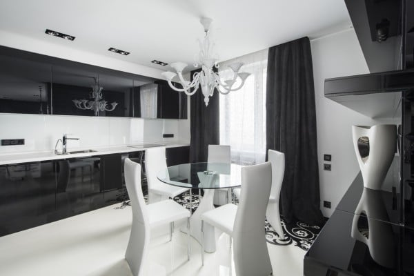 Dise o de moderno apartamento en color blanco y negro for Muebles cocina comedor modernos