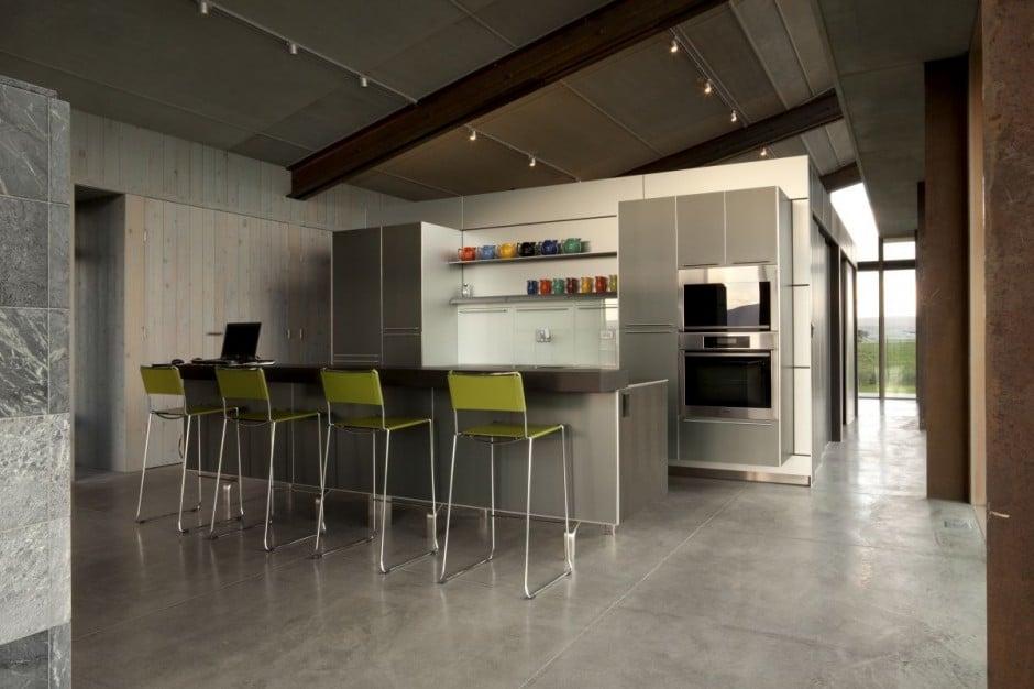 Dise o de moderna casa peque a con grandes ventanas construye hogar for Cocinas modernas pequenas para apartamentos