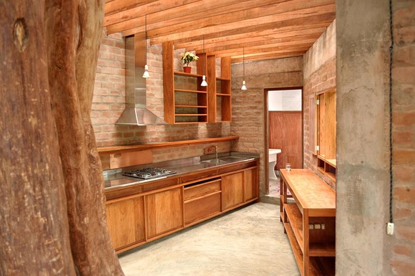 Dise o de casa r stica fachada y dise o de interiores for Disenos de pisos para cocina