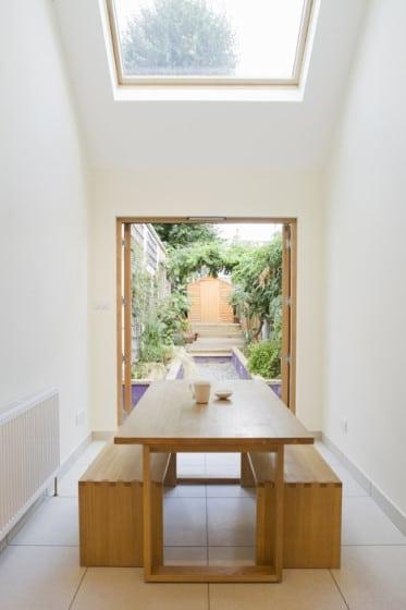 Diseño de comedor de casa angosta