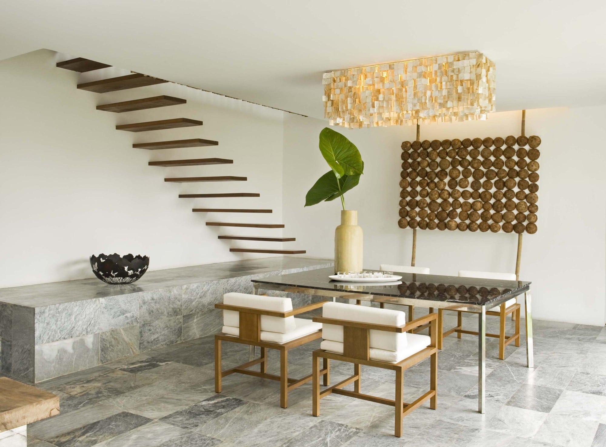 decoracion de interiores de casas tipo rustico: de techo de conchas de capiz de tono dorado que le dan un toque