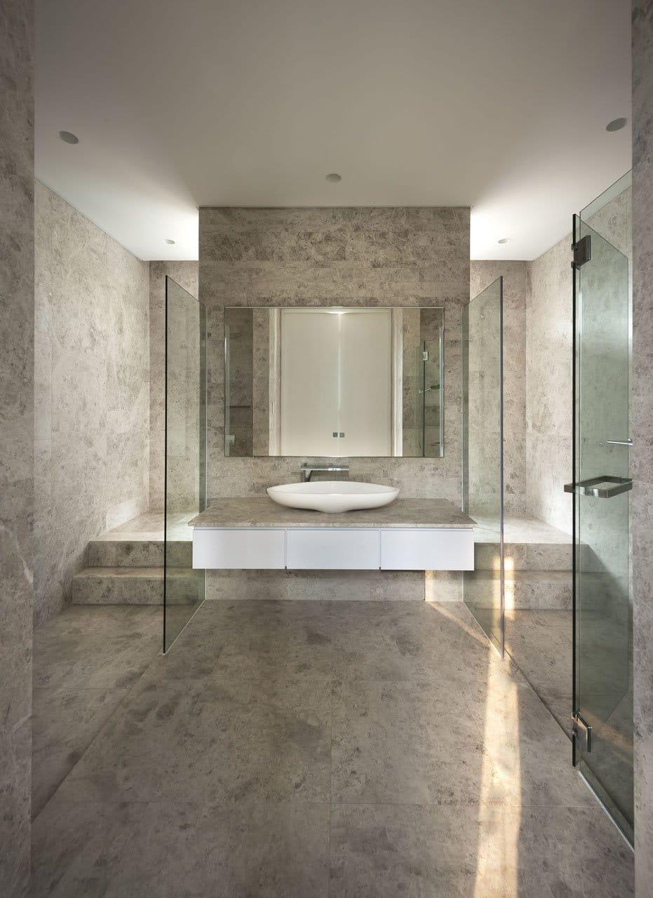Plano de casa de dos pisos peque a fachada e interiores for Disenos de banos de casas modernas