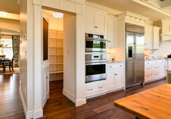 Diseño de despensa secreta en cocina