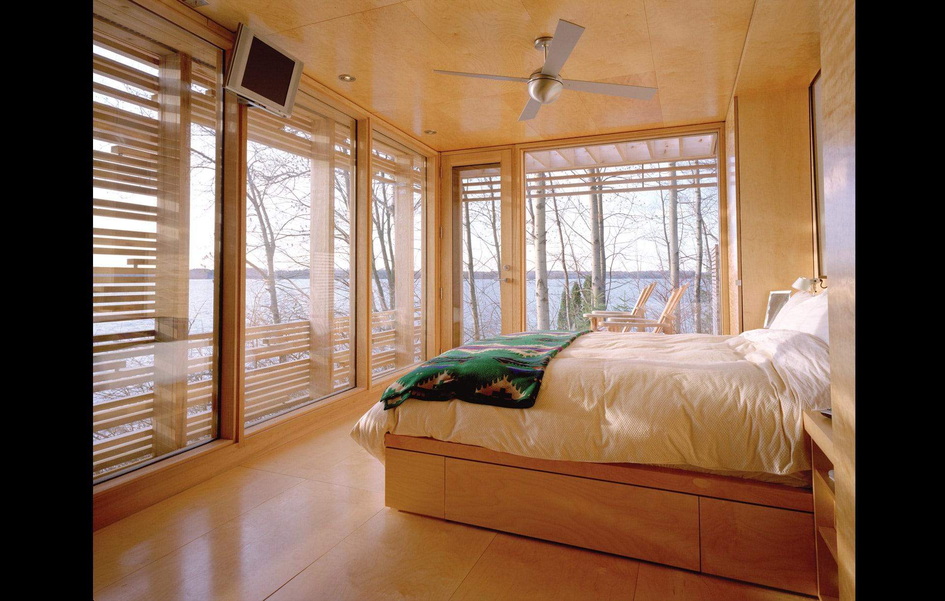 Dise o de casa peque a de madera fachada e interiores for Diseno de interiores recamaras pequenas