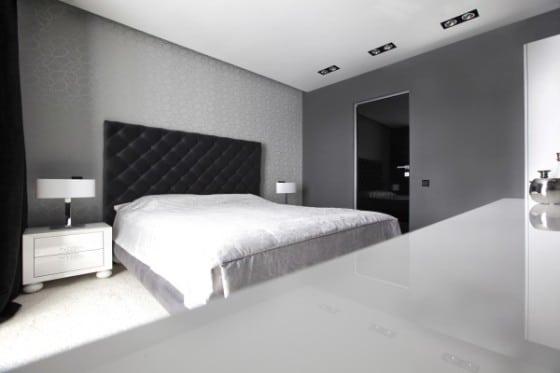 Diseño de dormitorio blanco y negro