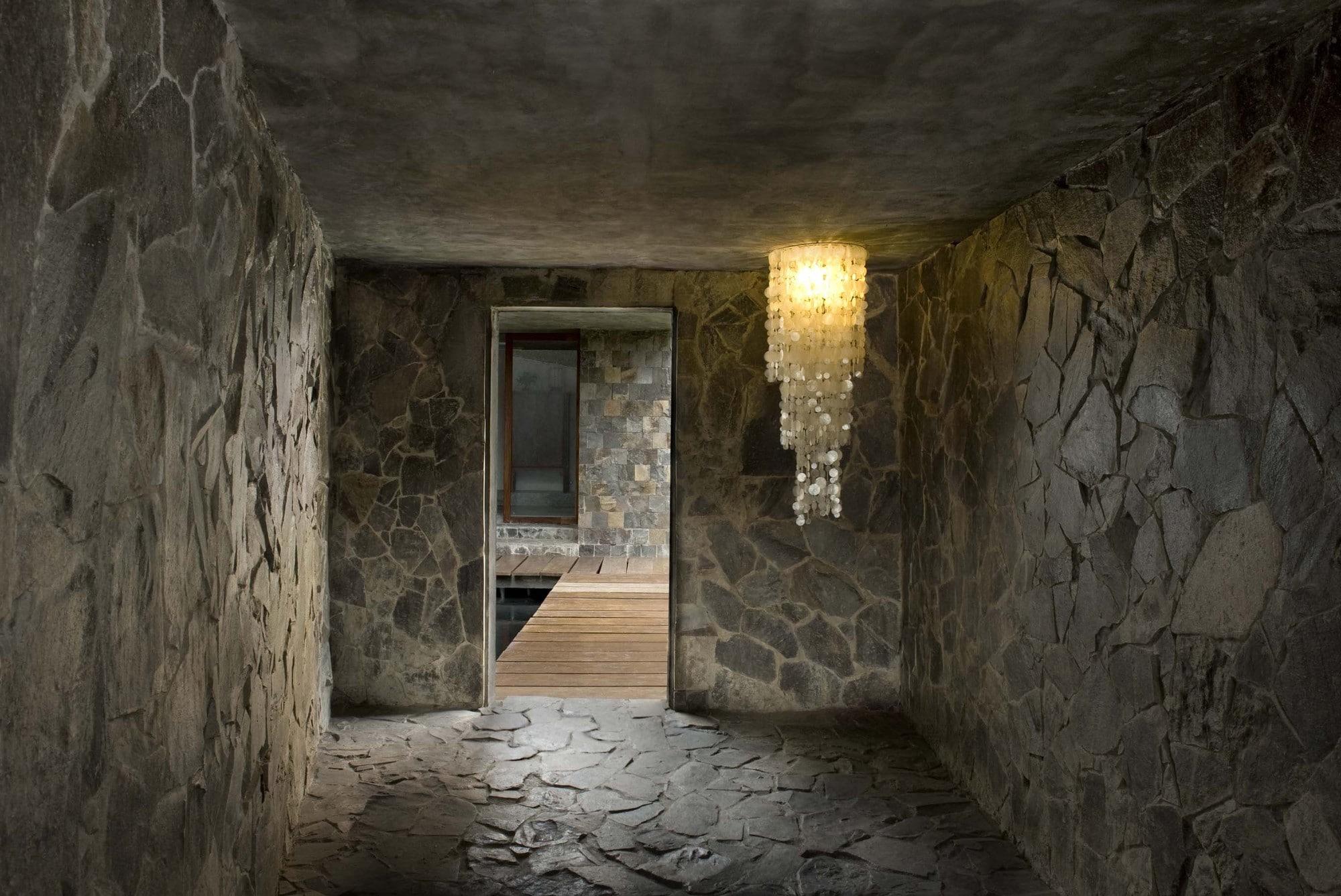 Dise o de casa r stica fachada interiores y planos for Piedra interior