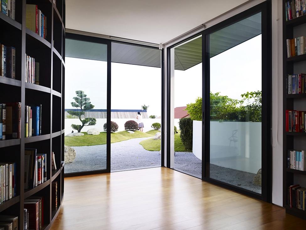 Dise o de moderna casa de dos pisos con azotea jard n for Disenos para azoteas
