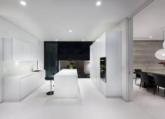 Diseño de muebles blancos de cocina moderna