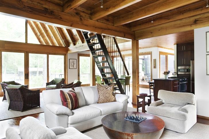 de la decoración de interiores los pisos son de pino y los juegos de