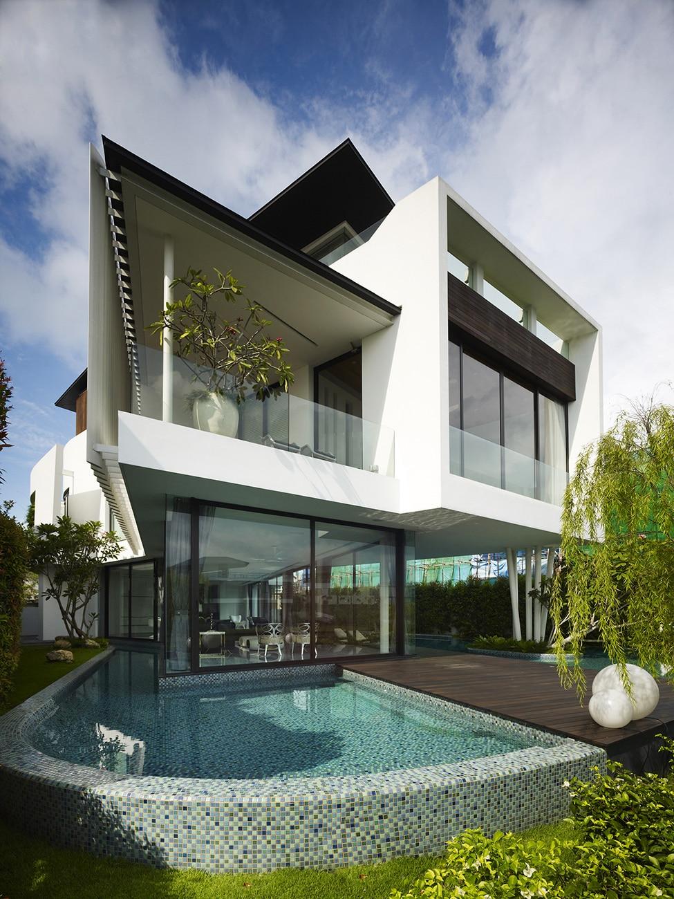 Dise o de moderna casa de dos pisos con azotea jard n for Fachadas de casas modernas 2 pisos