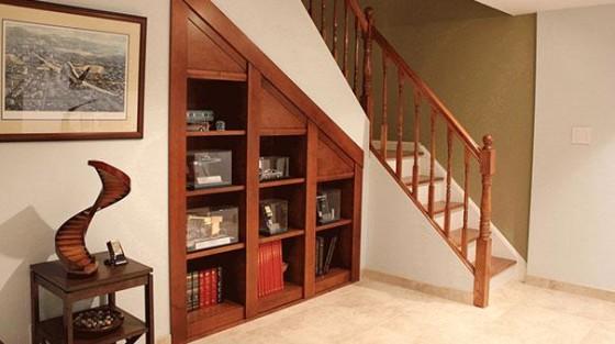 Mueble secreto debajo de la escalera