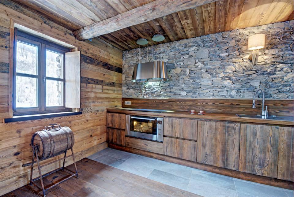 Dise o de interiores r stico uso de madera y piedra for Lavatorio cocina