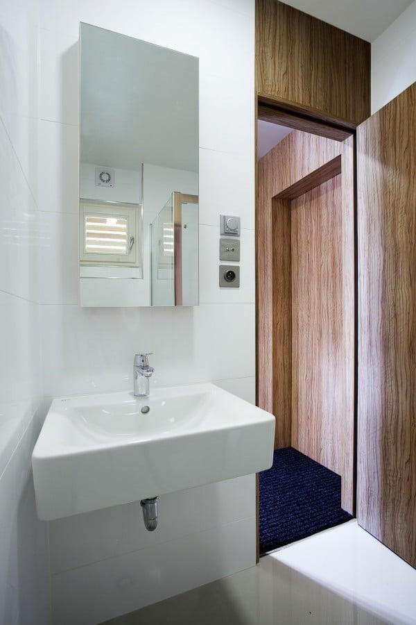 Dise o de cuarto de ba o blanco peque o construye hogar - Diseno cuartos de bano pequenos ...