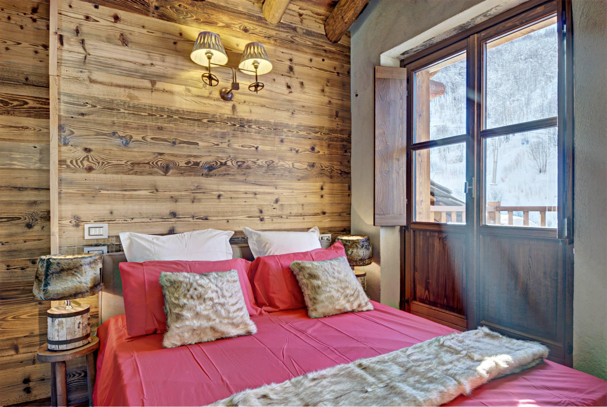 Dise o de interiores r stico uso de madera y piedra for Diseno de dormitorios