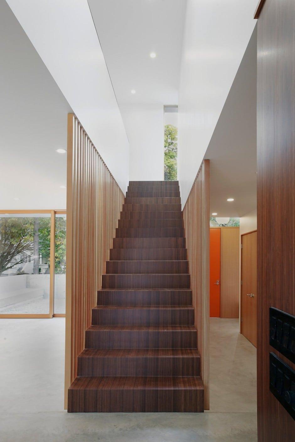 Diseno Baño Sencillo:El diseño de interiores es sencillo pero cálido gracias a los