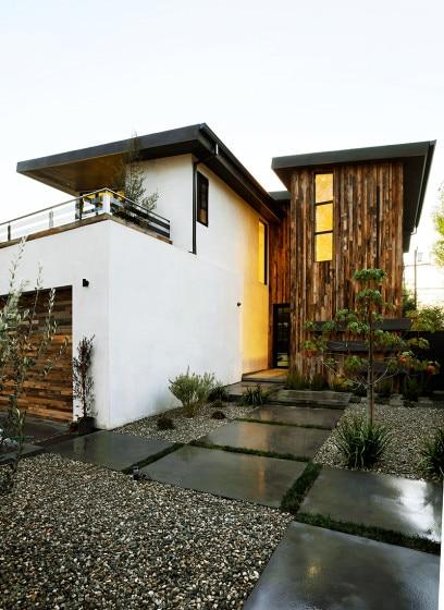 Diseño de fachada de casa de dos pisos
