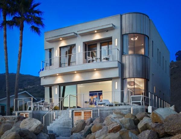 Diseño de casa de dos pisos 100% autosustentable con planos ...