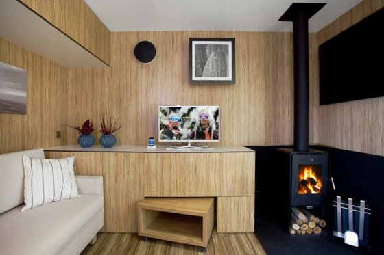 Diseño de sala pequeña de madera 2