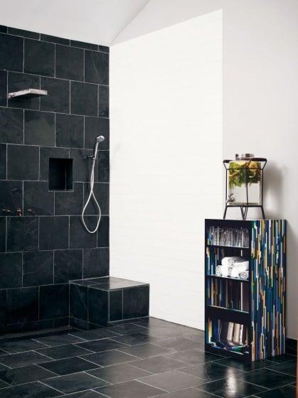 Ducha de cuarto de baño de pequeña casa