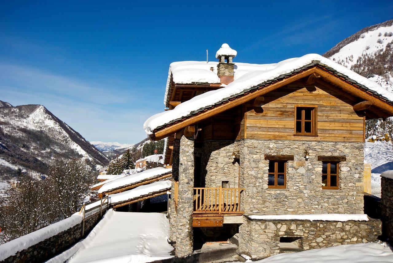 Dise o de interiores r stico uso de madera y piedra - Piedra para exteriores casas ...