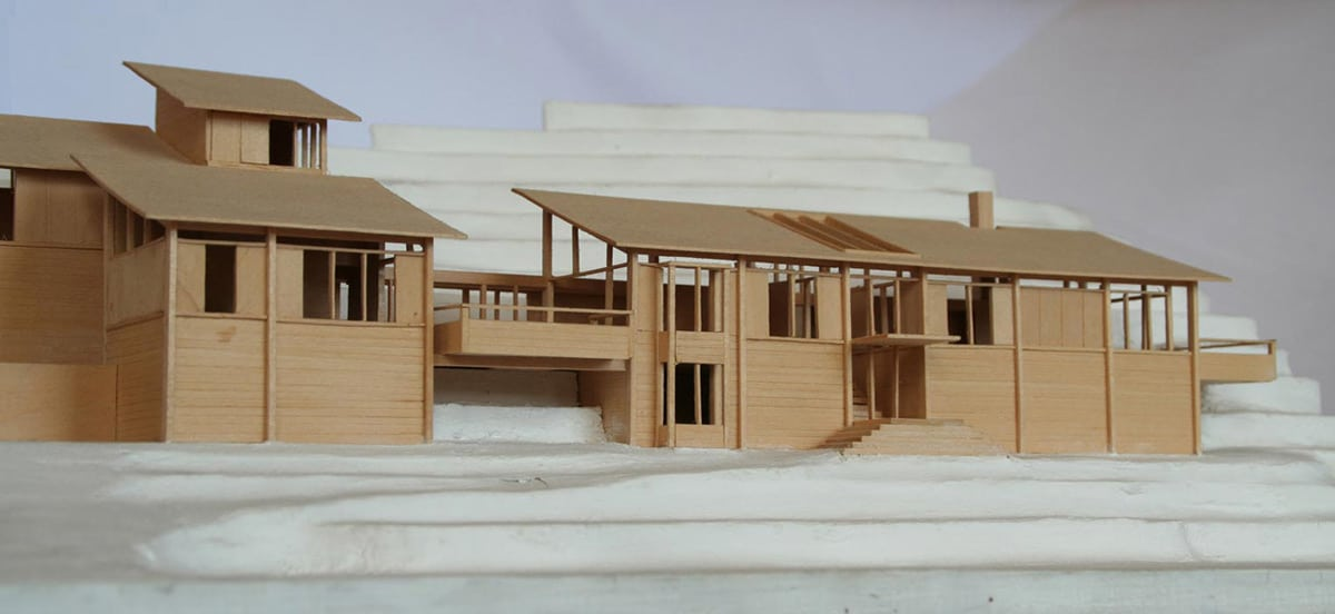 Dise o de casa en la monta a fachada interior y maqueta for Tirol en techos de casas