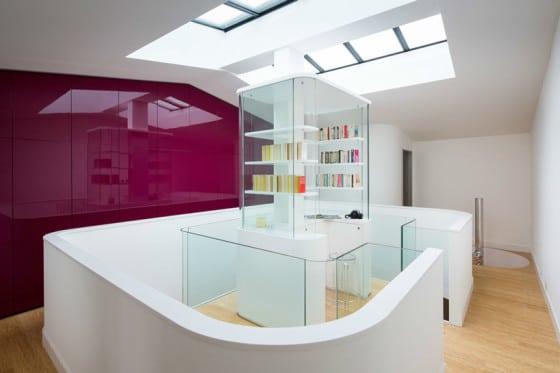 Claraboya en el techo de la vivienda moderna