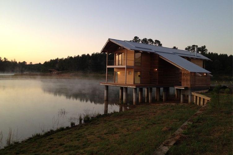 diseo y construccin de casa de madera sobre lago proceso e interiores