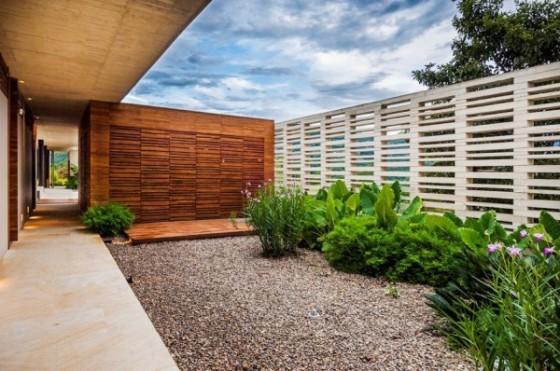 Diseño de cerco perimétrico de madera en  casa de campo